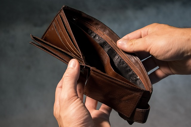 peněženka bez peněz