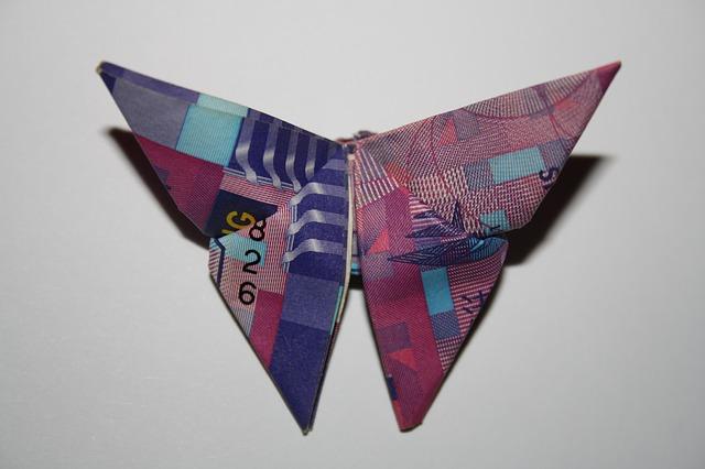 origami – motýl z bankovky