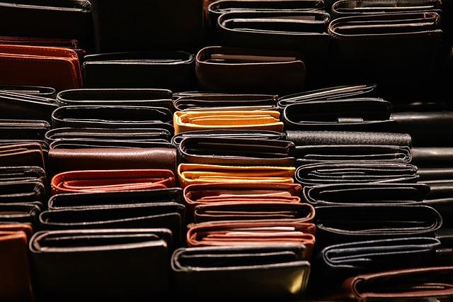 hromada peněženek